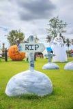 下降时间的一座美丽的公墓 免版税库存图片