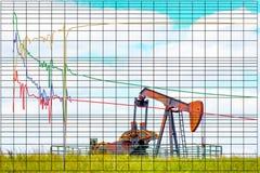 下降曲线预言根据历史的未来石油或油井生产有泵浦起重器背景的分析图 JPG 库存照片