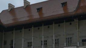 下雨在中世纪城堡 股票视频
