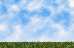 下雨在多云天气的风暴背景与绿草 免版税库存照片