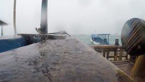 下雨在木码头 股票视频