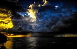 下雨在海 库存图片
