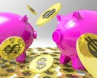 下雨在Piggybanks的硬币显示美国利润 库存照片