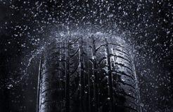 下雨轮胎 免版税库存图片