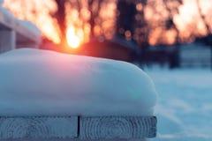 下雪在入口到房子台阶 免版税库存图片