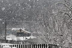 下雪在冬天村庄 图库摄影