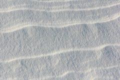 下雪在冻河在日落,自然本底 免版税库存照片