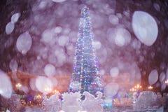 下雪在圣诞节镇 库存照片