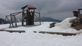 下雪在操场 免版税库存图片