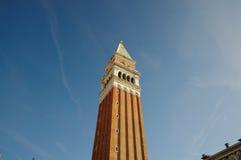 从下面关闭圣Marco的钟楼 图库摄影