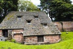 下面的Alderley磨房是16世纪watermill 库存图片