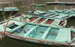 下龙湾越南竹子小船 免版税库存照片