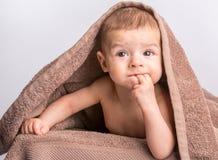 下婴孩毛巾 免版税库存图片