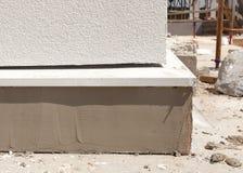 下建筑房子 完成的涂灰泥的基础细节  免版税图库摄影