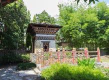 不丹桥梁和大厦设计  免版税库存图片