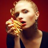 不健康吃 背景汉堡干酪鸡概念黄瓜深鱼食物油煎了旧货莴苣木三明治的蕃茄 免版税图库摄影