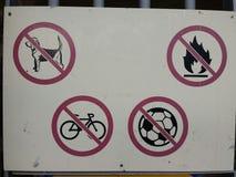 不允许的交通标志 库存图片