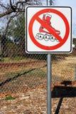 不允许的直排轮式溜冰鞋 库存照片