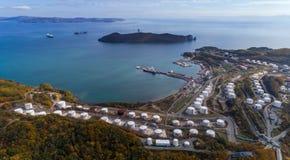 不冻港 俄罗斯- 2017年10月08日:油港公司Rosneft的全景图象 图库摄影
