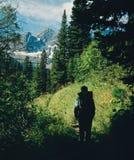 不列颠哥伦比亚省岩石远足者的山 免版税库存照片