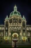 不列颠哥伦比亚省议会在晚上 库存照片