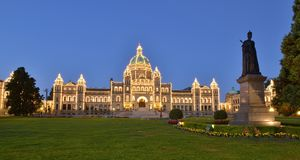 不列颠哥伦比亚省议会大厦在早黎明 免版税库存图片