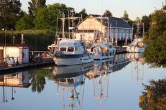 不列颠哥伦比亚省黄昏池塘刻痕steveston 免版税库存照片
