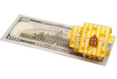 不动产企业概念 与议院的美元钞票丝毫的 免版税库存照片