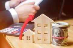 不动产市场成长的概念 在房价的增量 公共事业的涨价 增加的兴趣  库存图片