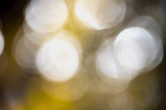 从水不可思议的一刹那水晶关闭的Abstrace Bokeh背景 免版税库存图片