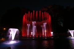不可思议的喷泉在玛格丽特海岛布达佩斯在夜之前 库存图片