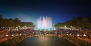 不可思议的喷泉夜视图在巴塞罗那 图库摄影
