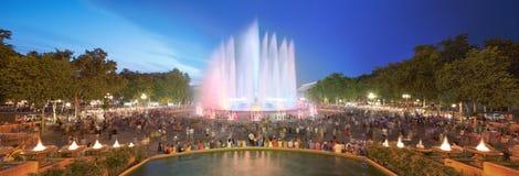 不可思议的喷泉夜视图在巴塞罗那 免版税库存图片