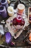 不可思议的巫婆工作-蛇毒液 库存照片