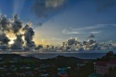 不可思议的日出在圣文森特和格林纳丁斯 大西洋视图 库存图片
