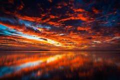 不可思议的日落在斐济 免版税库存图片
