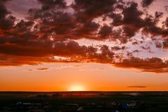 不可思议的日落,惊人的云彩 Arkaim的古老解决 库存照片