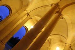 不可思议的晚上老大厦 库存照片