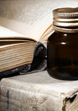 不可思议的食谱古老书  免版税图库摄影