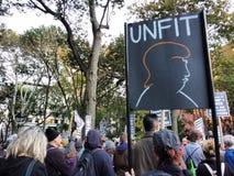 不合适,反王牌集会,华盛顿广场公园, NYC, NY,美国 免版税库存照片