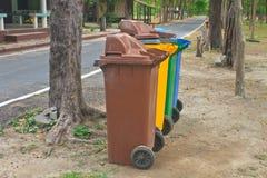不同五颜六色回收站 库存图片