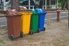 不同五颜六色回收站 免版税库存图片