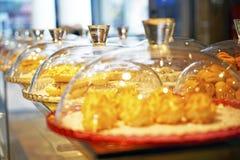 不同的东方阿拉伯土耳其甜点 库存照片