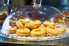 不同的东方阿拉伯土耳其甜点 库存图片