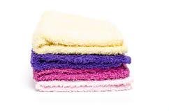 不同的五颜六色的羊毛状的facecloths 免版税图库摄影