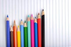 不同的五颜六色的蜡笔 库存图片