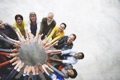 不同的人友谊统一性连接鸟瞰图Co 免版税库存图片
