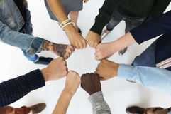 不同的人民一起递拳头合作 免版税图库摄影