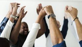 不同的人民加入的手一起成功和庆祝概念 免版税库存照片