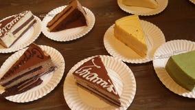 不同的可口蛋糕盘  免版税图库摄影
